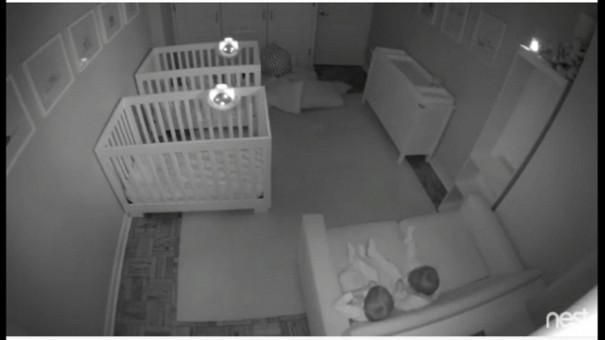 Ето какво вършат двегодишни близнаци през нощта – видео