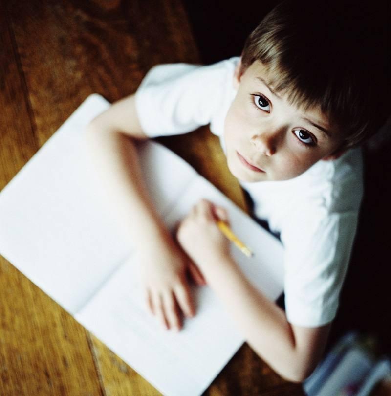 Помощ при домашните на детето – нужни ли са въобще домашни работи?